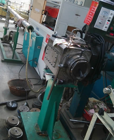 A machine is producing the inner hose of hydraulic hose.